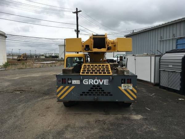 Grove YB4415XT Crane image 3