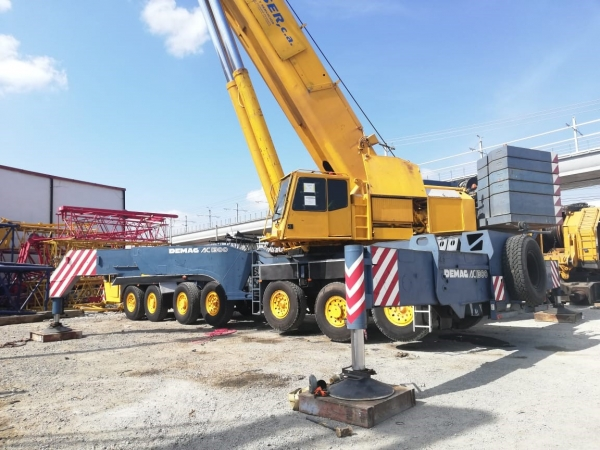 1998  Demag AC1300 All Terrain Cranes